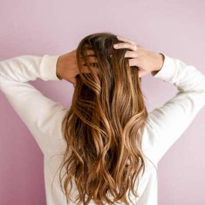 Comment augmenter le volume de ses cheveux grâce au complément capillaire ?