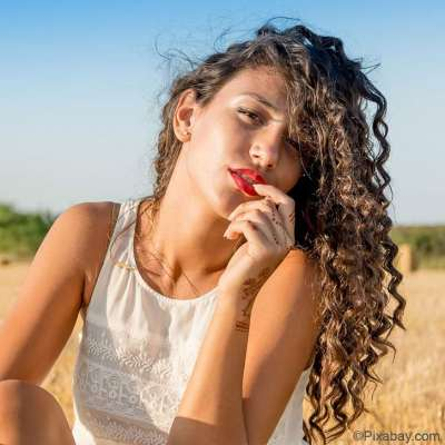Cheveux bouclés, frisés ou crépus ? Les must-do pour préparer l'été