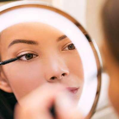 Comment choisir un miroir grossissant pour se maquiller ?