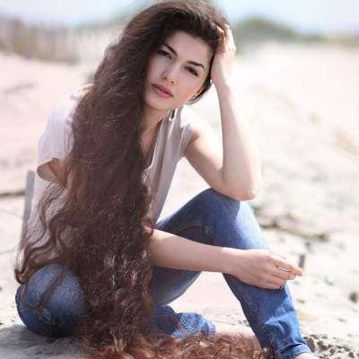 Interview de Zaryana Milan : Sa chevelure fait 2 mètres de long