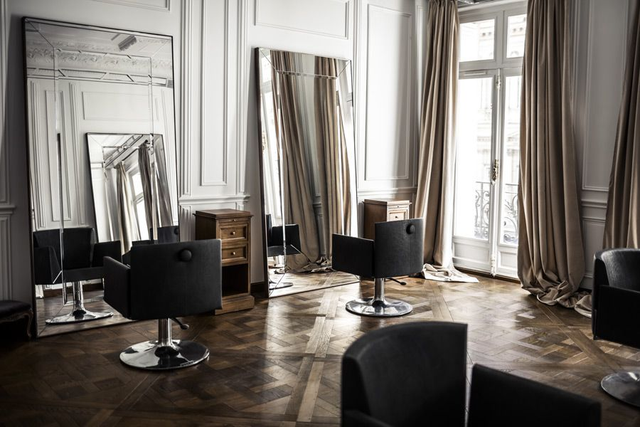 le plus beau salon de coiffure du monde est fran ais. Black Bedroom Furniture Sets. Home Design Ideas